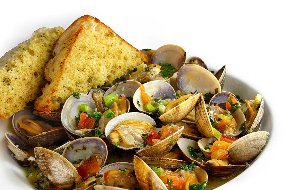 Steamed Clams With Pesto Garlic Toast